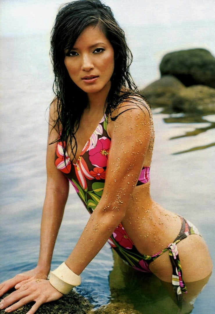 Kelly Hu sexy bikini pics (2)
