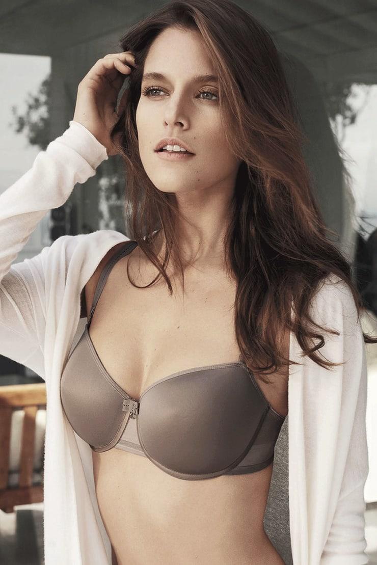Kim Cloutier sexy tits pics