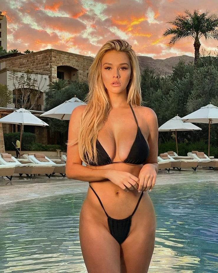 Kinsey Wolanski sexy pics