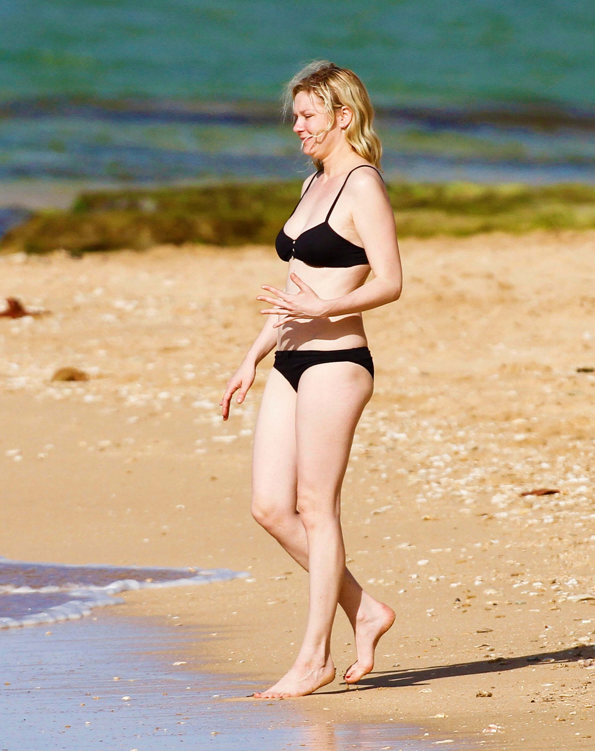 Kirsten Dunst hot bikini pics