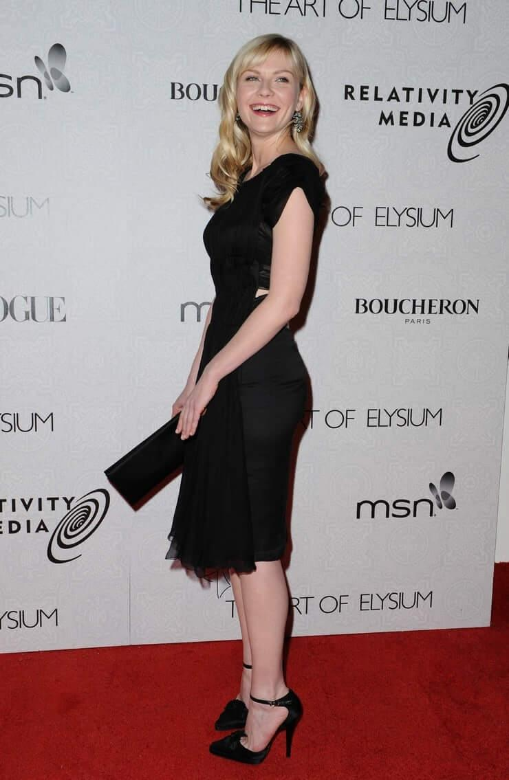 Kirsten Dunst sexy side booty pics