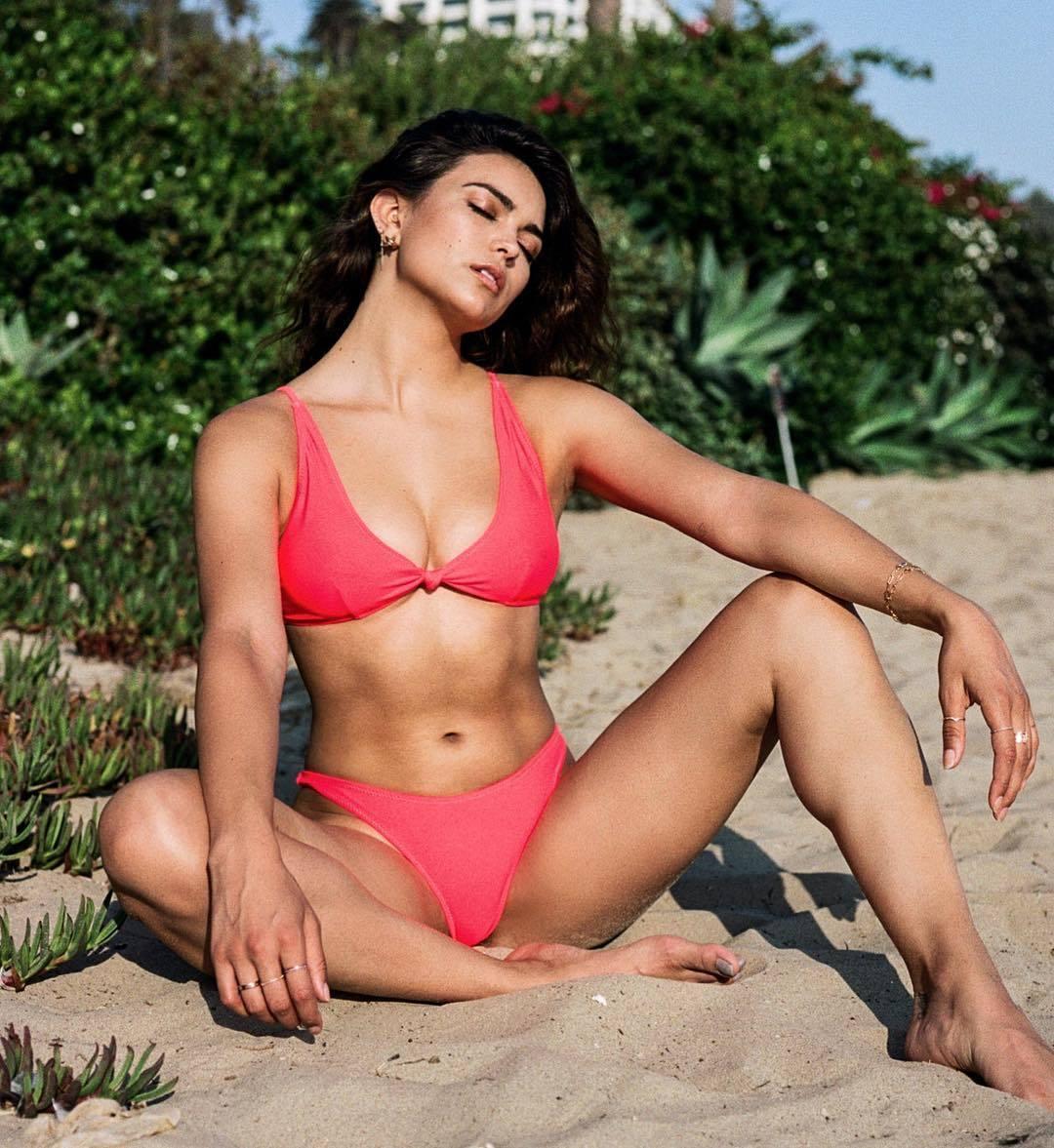 Kyra Santoro hot look