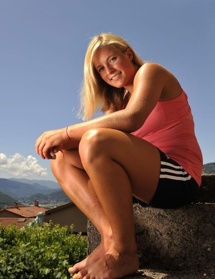 Lara Gut sexy feet pics