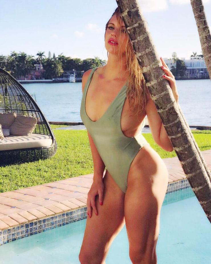 Lauren Sesselmann hot lingerie pics