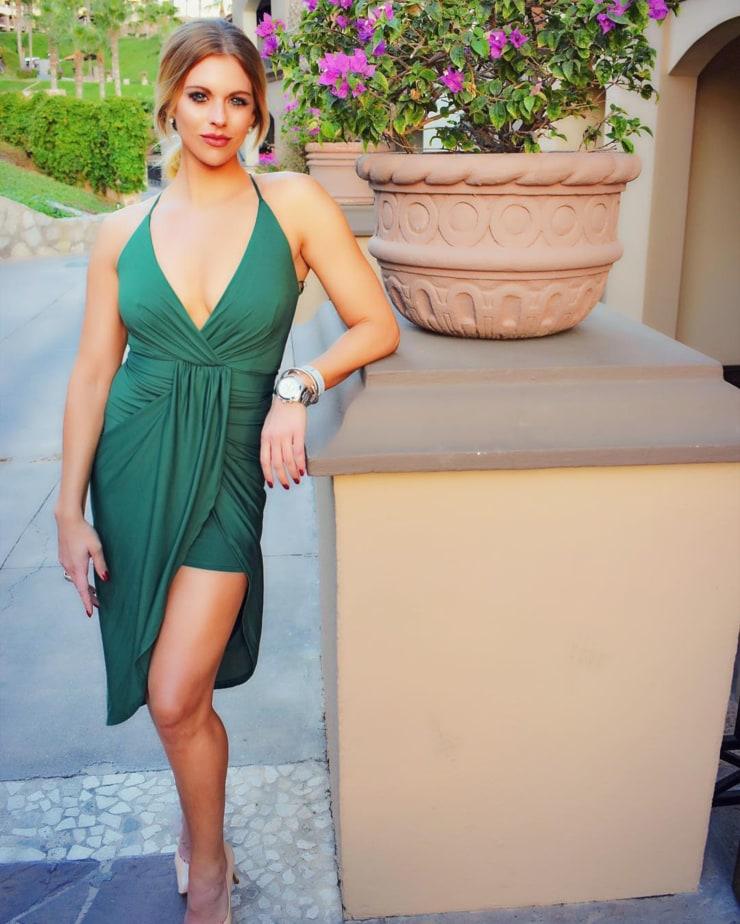 Lauren Sesselmann sexy boobs pictures