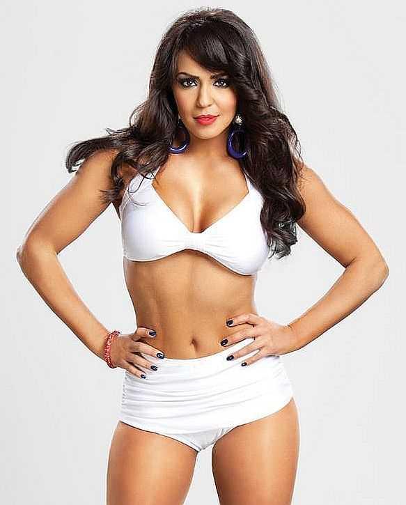 Layla El big busty pics (2)