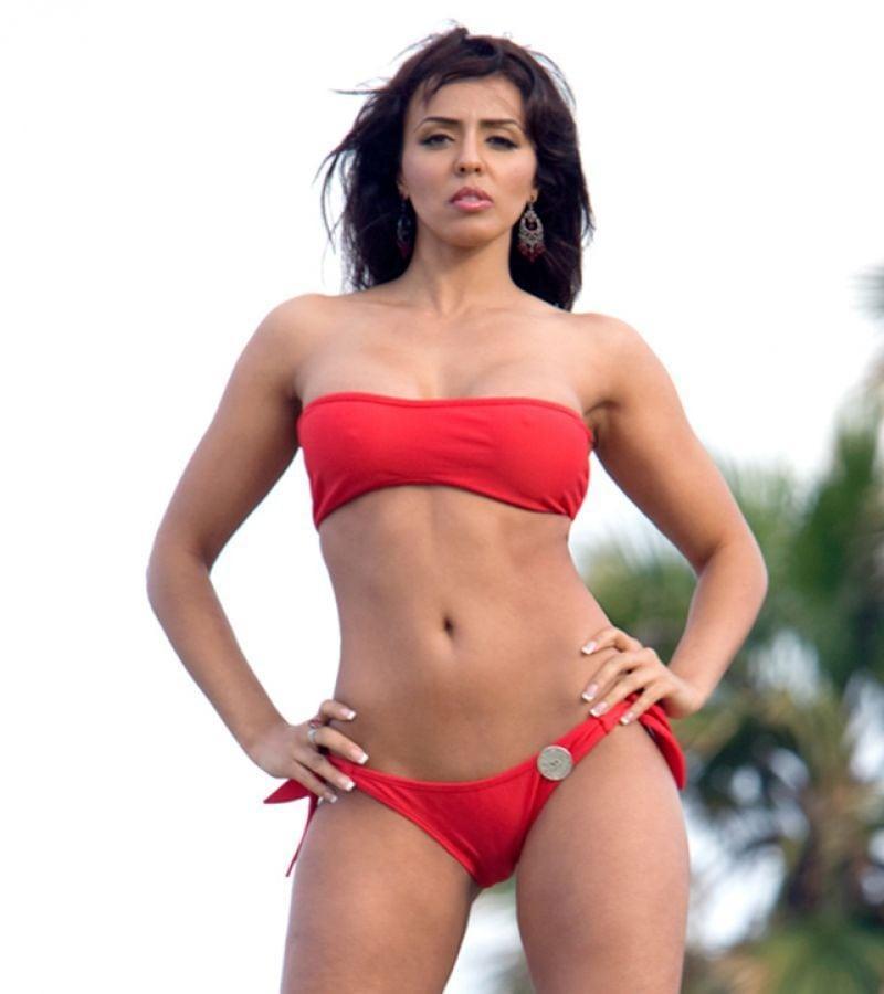 Layla El sexy red bikini pics