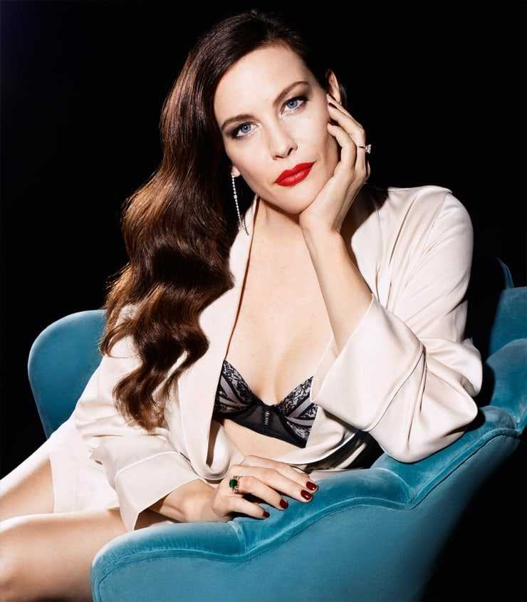 Liv Tyler cleavage pic