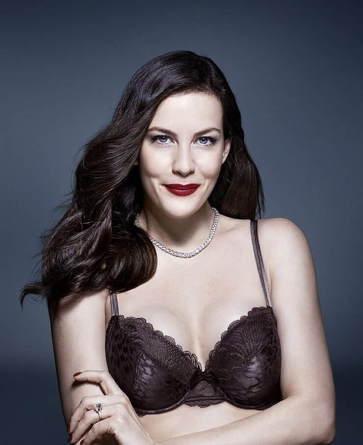 Liv Tyler sexy cleavage pics