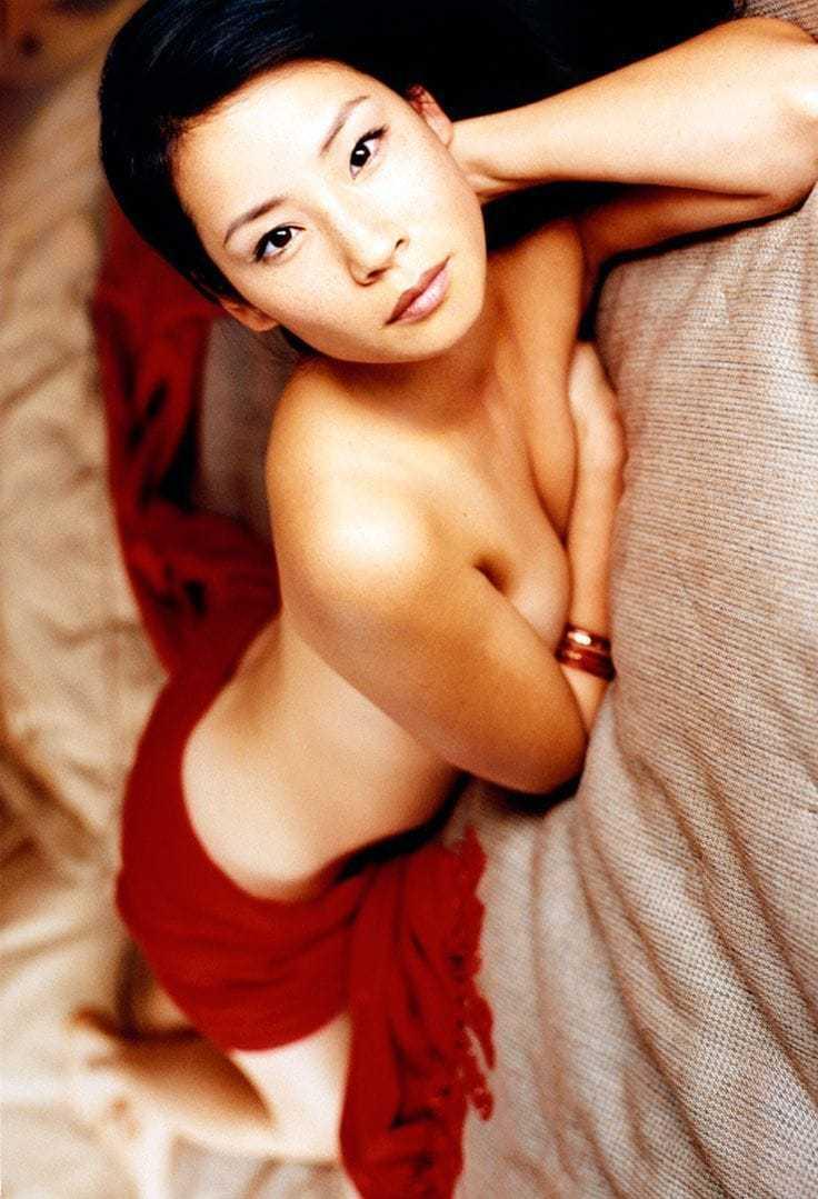 Lucy Liu cleavage pics
