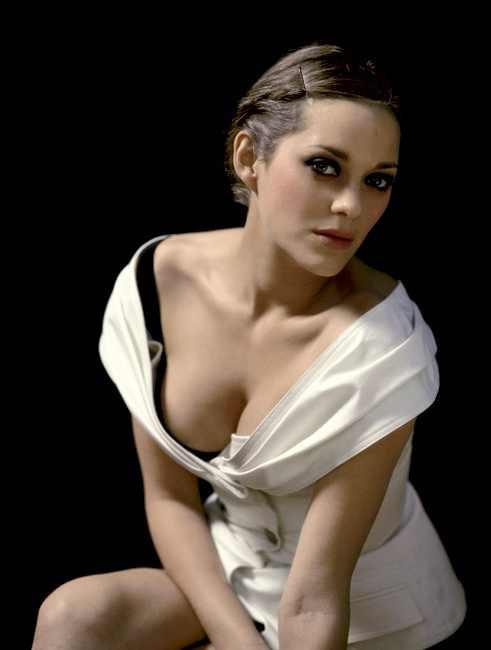 Marion Cotillard amazing boobs pics