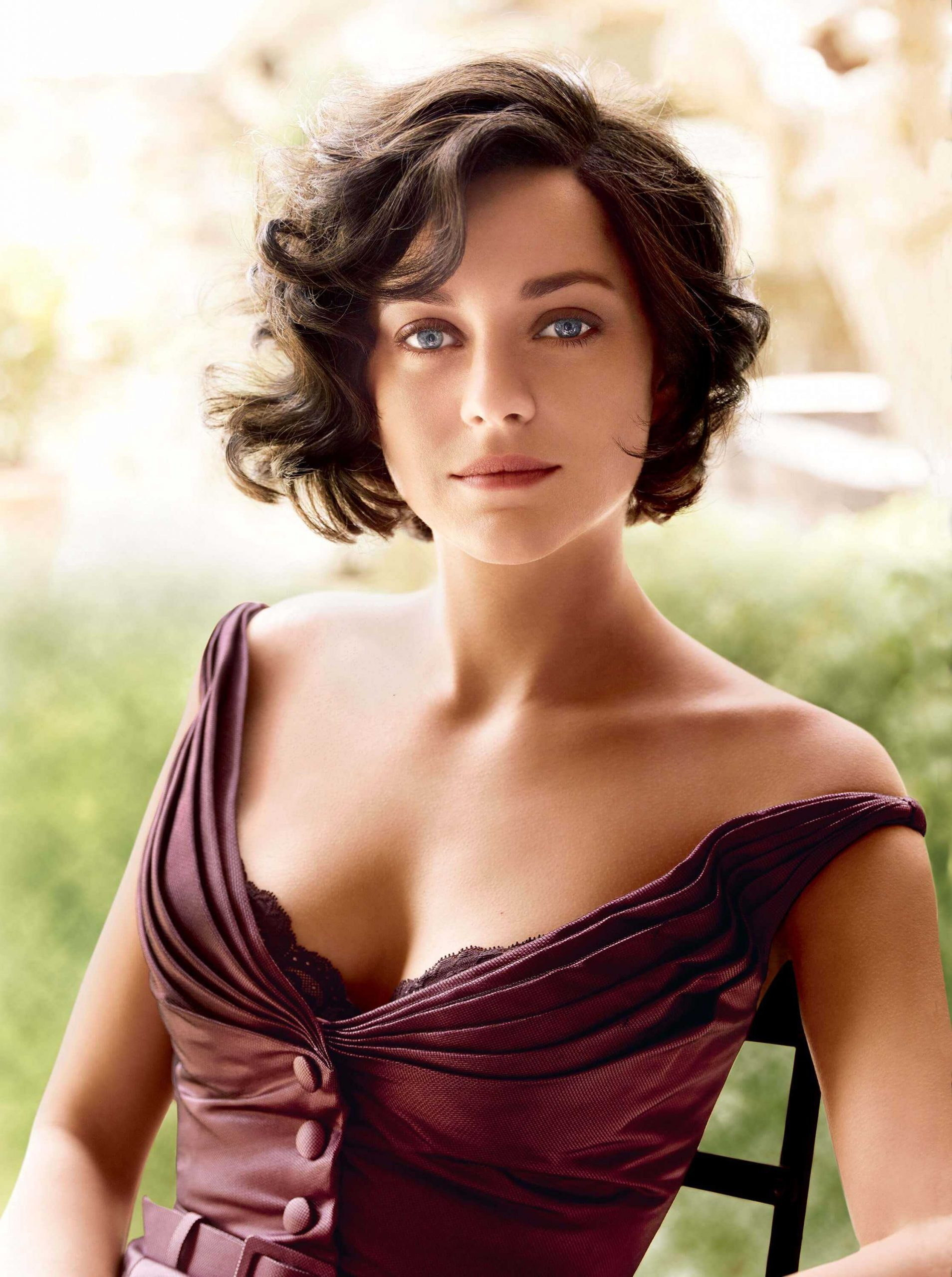 Marion Cotillard cleavage pics