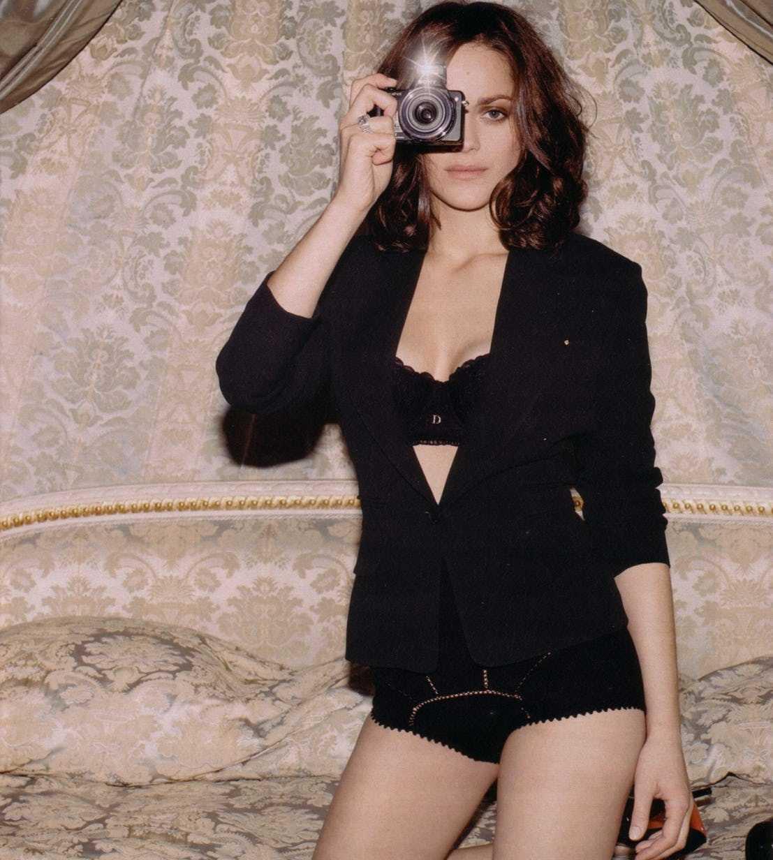 Marion Cotillard hot pics