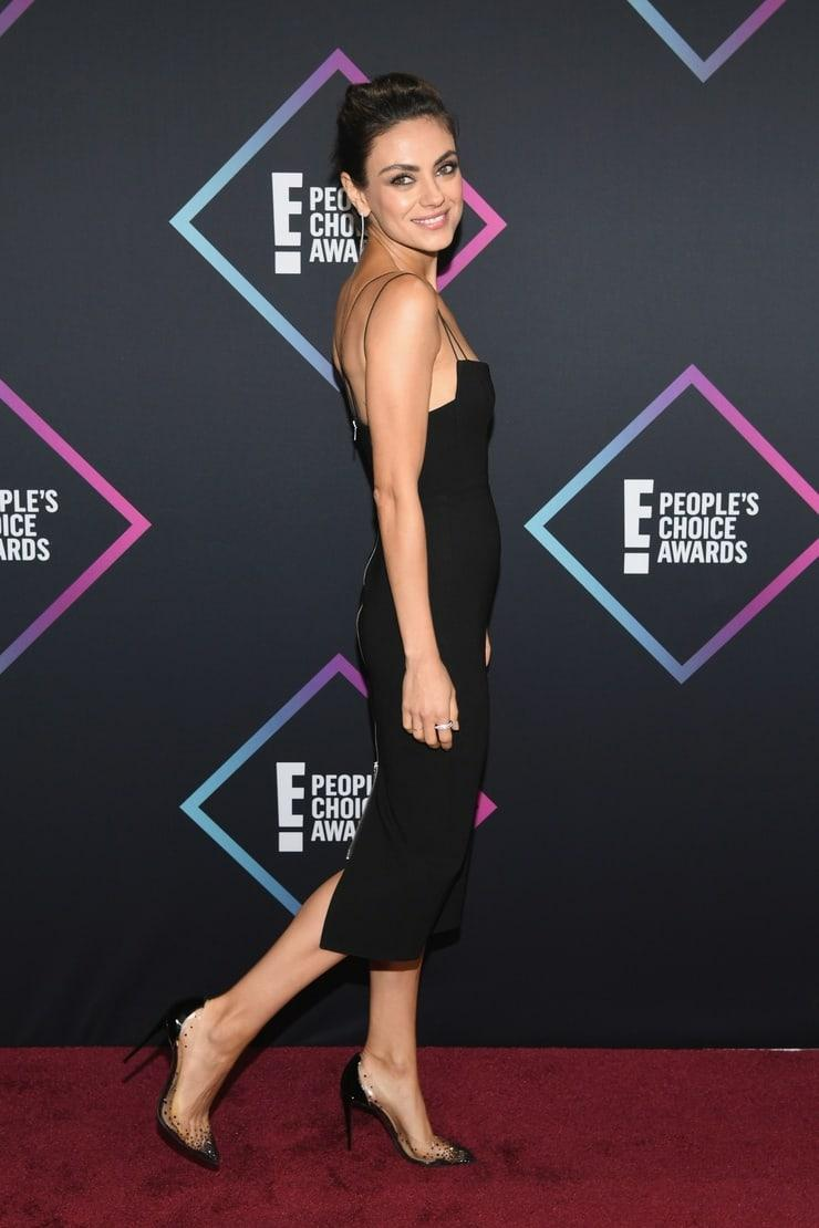 Mila Kunis amazing butt pics