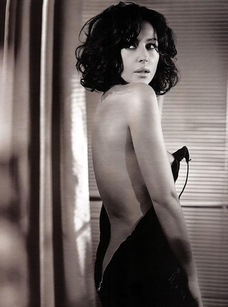 Monica Bellucci sexy backless pics