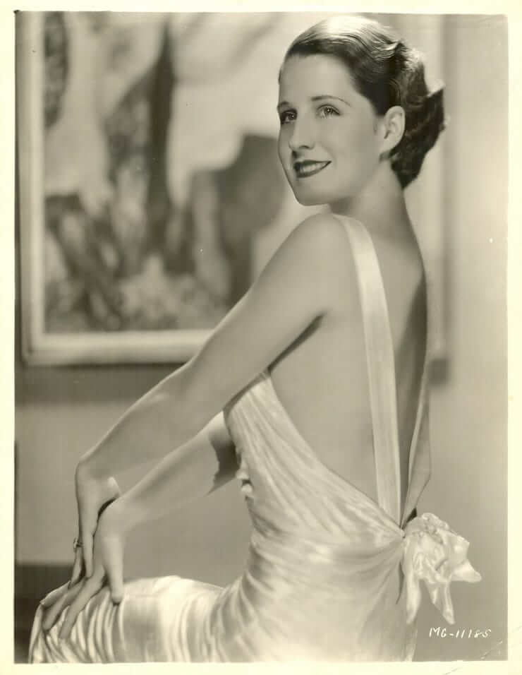 Norma Shearer sexy side boobs pics