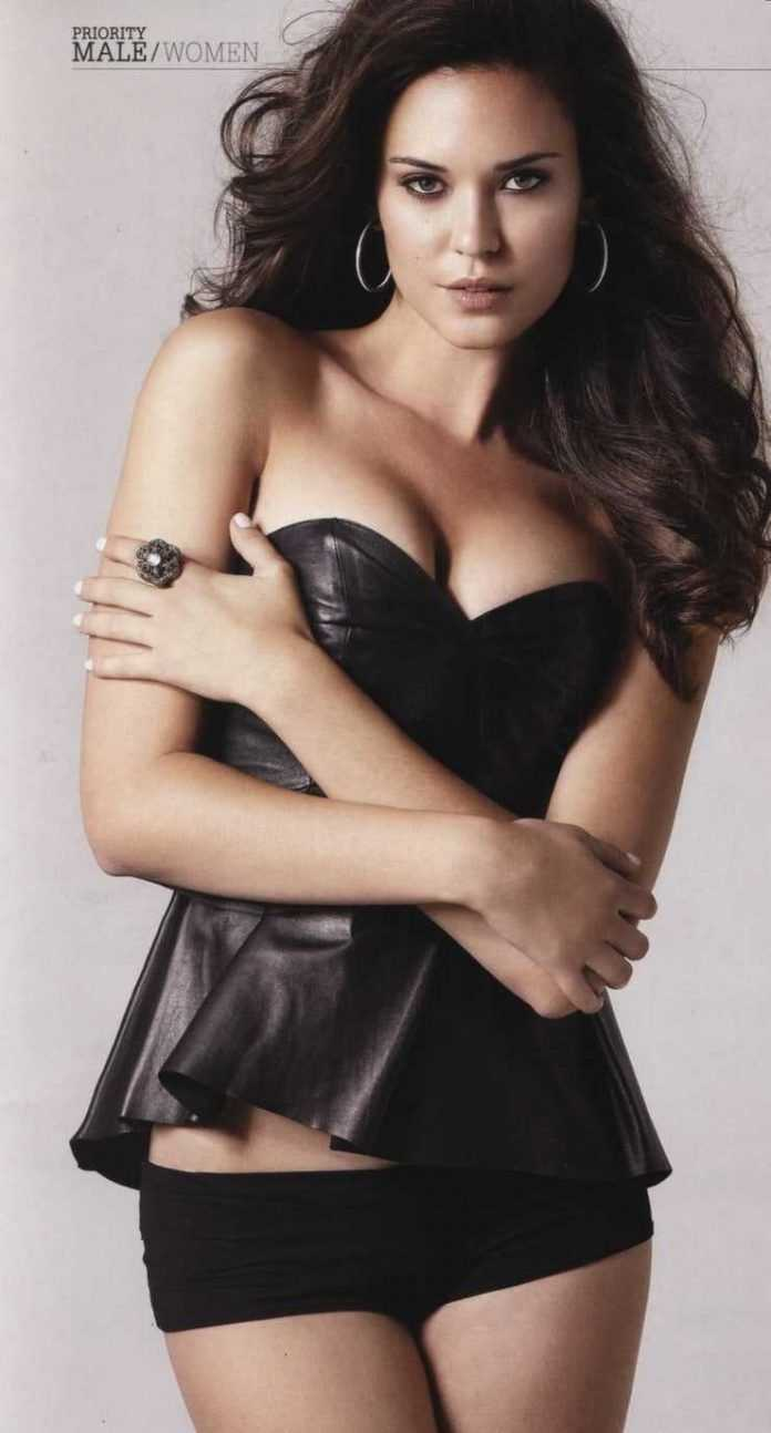 Odette Annable cleavage pics