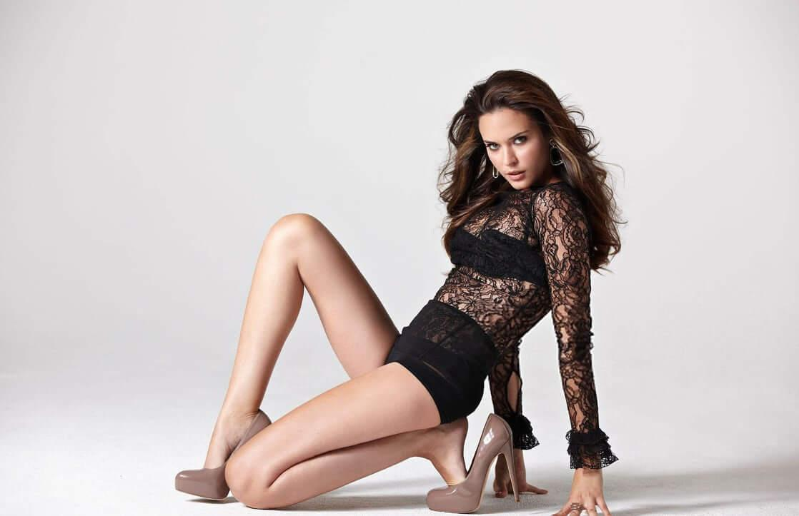 Odette Annable sexy look pics