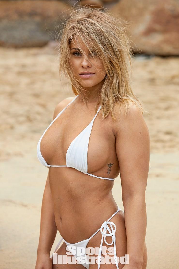 Paige VanZant big boobs pics