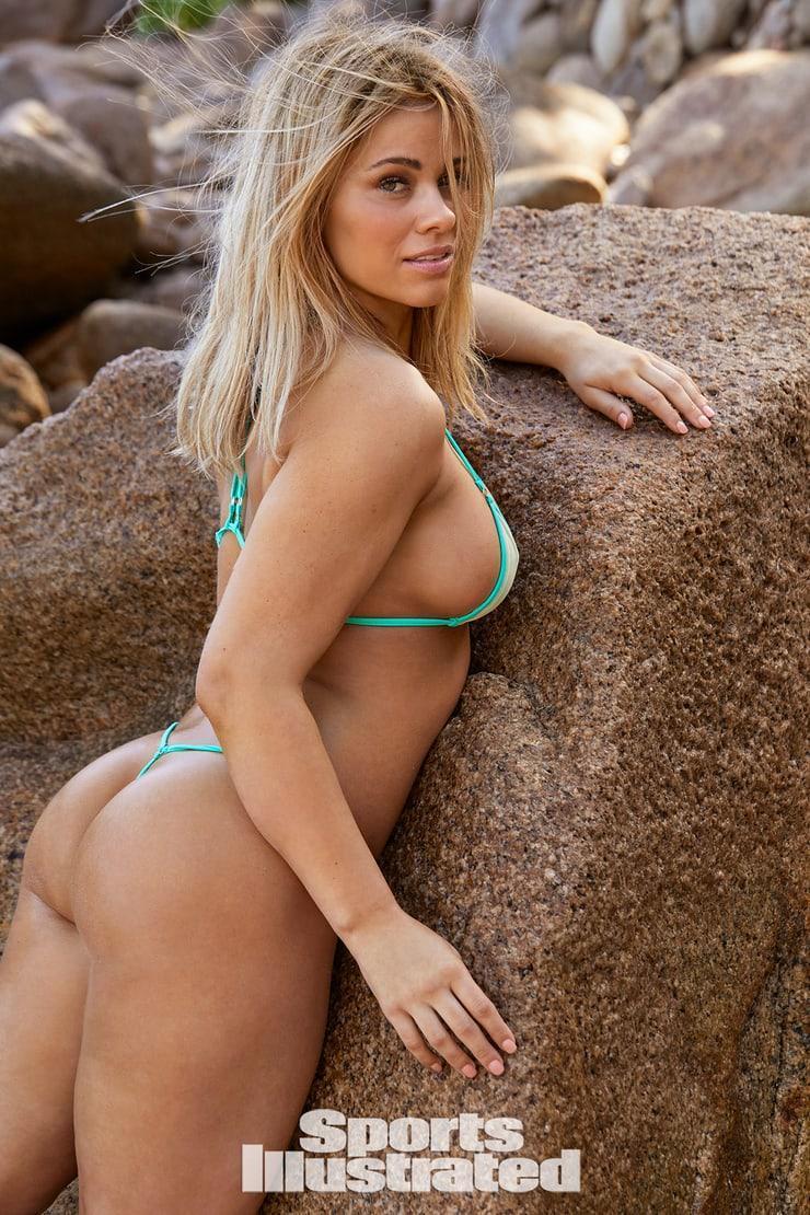 Paige VanZant booty pics