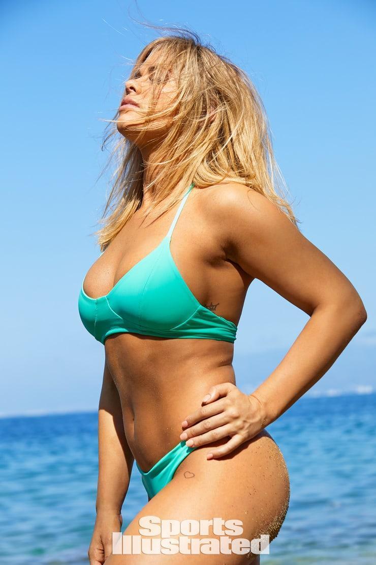 Paige VanZant sexy side boobs pics