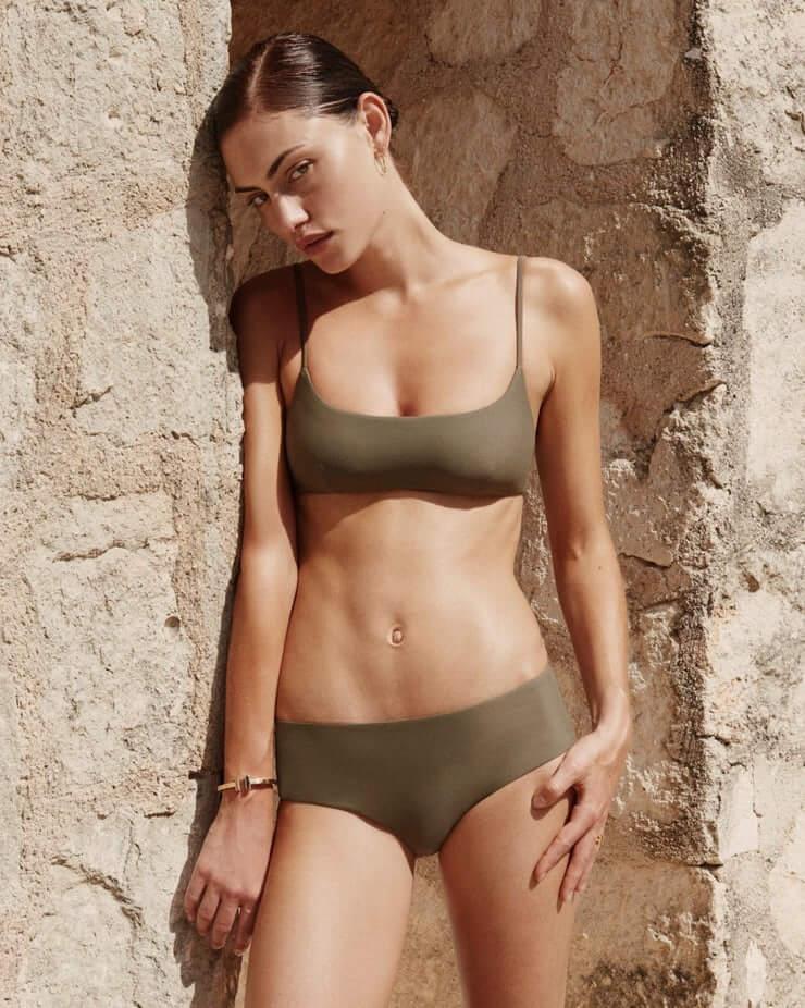 Phoebe Tonkin amazing boobs pics (2)