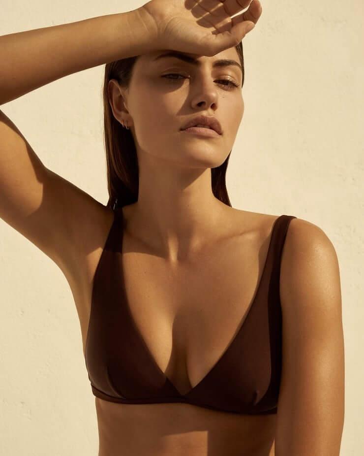 Phoebe Tonkin sexy cleavage pics