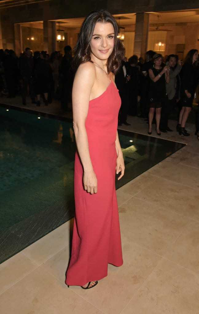 Rachel Weisz sexy look pics