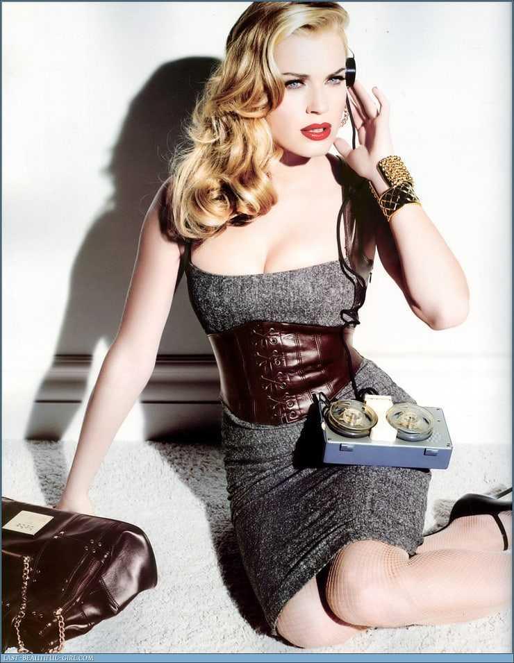 Rebecca Romijn hot busty pics