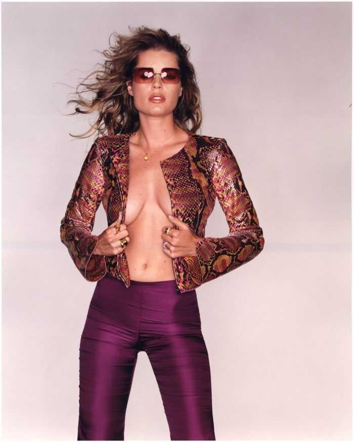 Rebecca Romijn hot cleavage pics