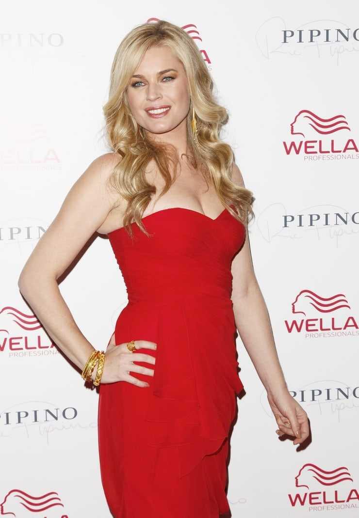 Rebecca Romijn hot red dress pics