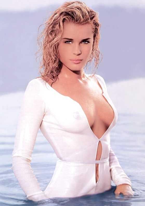 Rebecca Romijn sexy side boobs pics