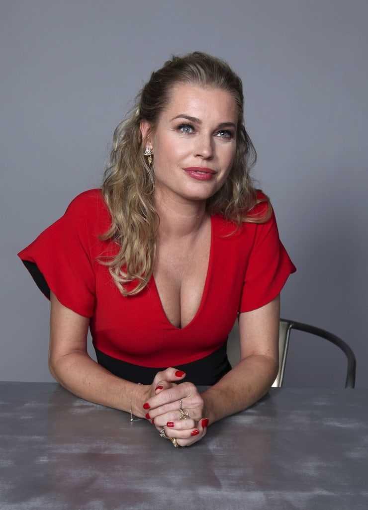 Rebecca Romijn sexy tits pictures