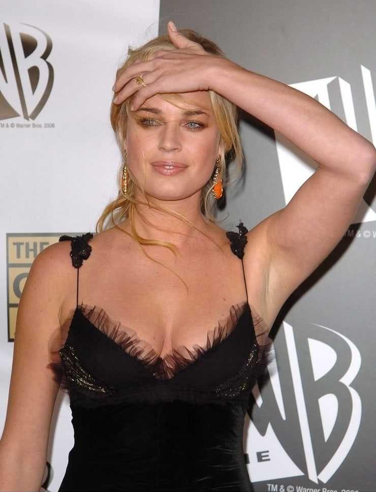 Rebecca Romijn tits pic