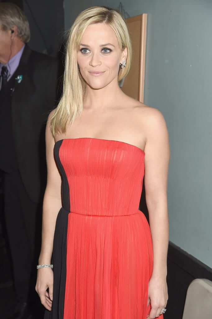 Reese Witherspoon sexy look pics