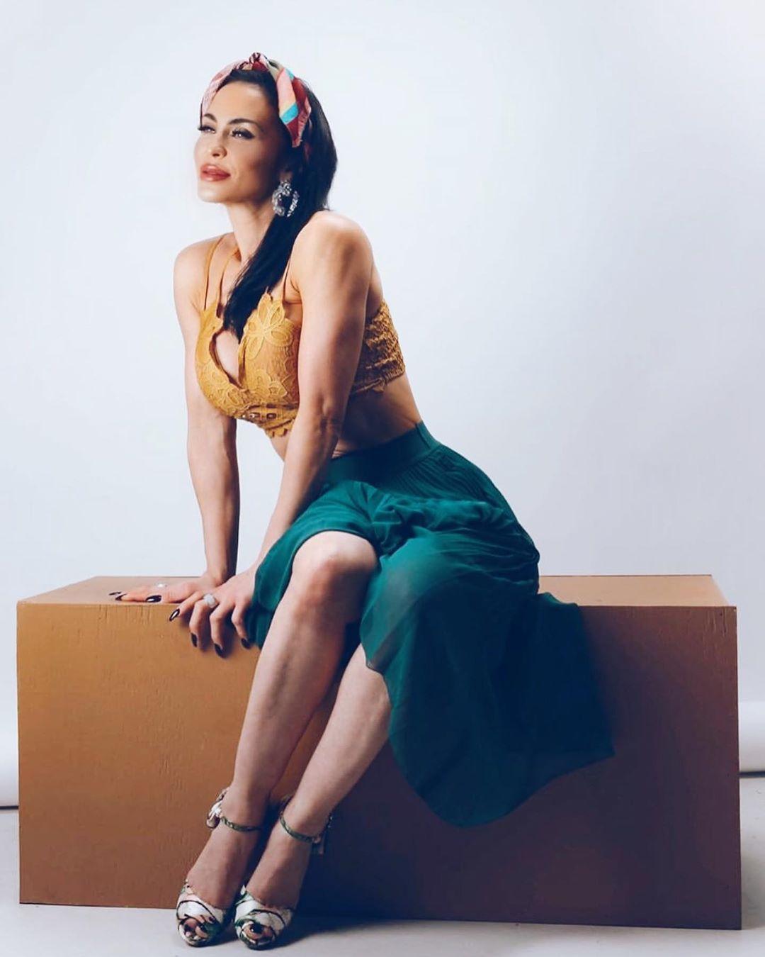 Rochelle Loewen sexy photos