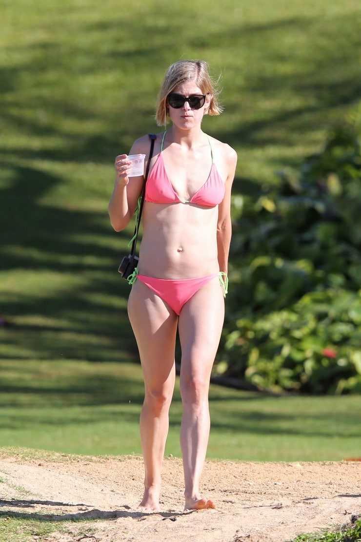 Rosamund Pike bikini pics