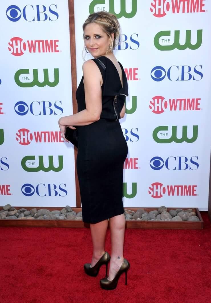 Sarah Michelle Gellar sexy booty pictures (2)