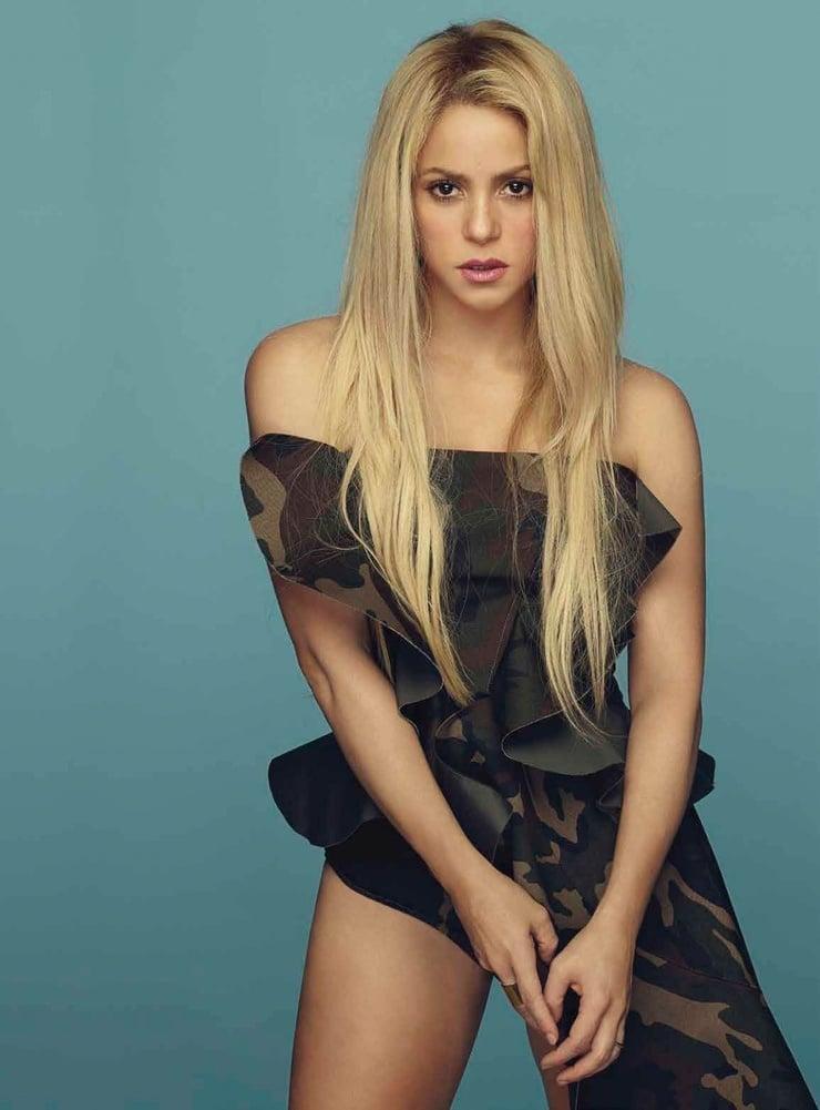 Shakira sexy look