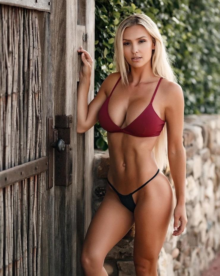 Shantal Monique amazing boobs pics