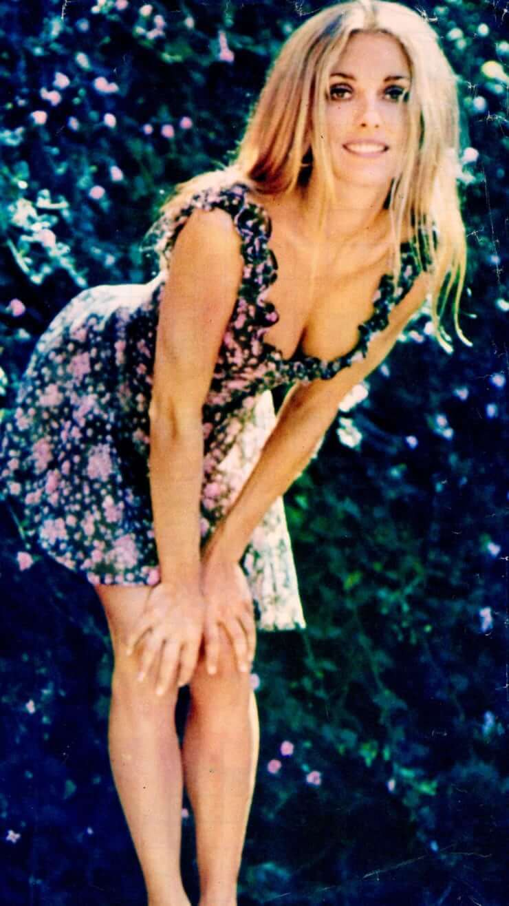 Sharon Tate sexy cleavage pictures
