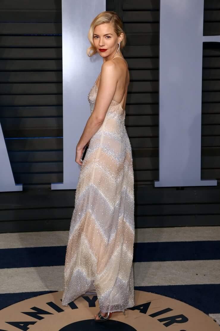 Sienna Miller amazing ass pics