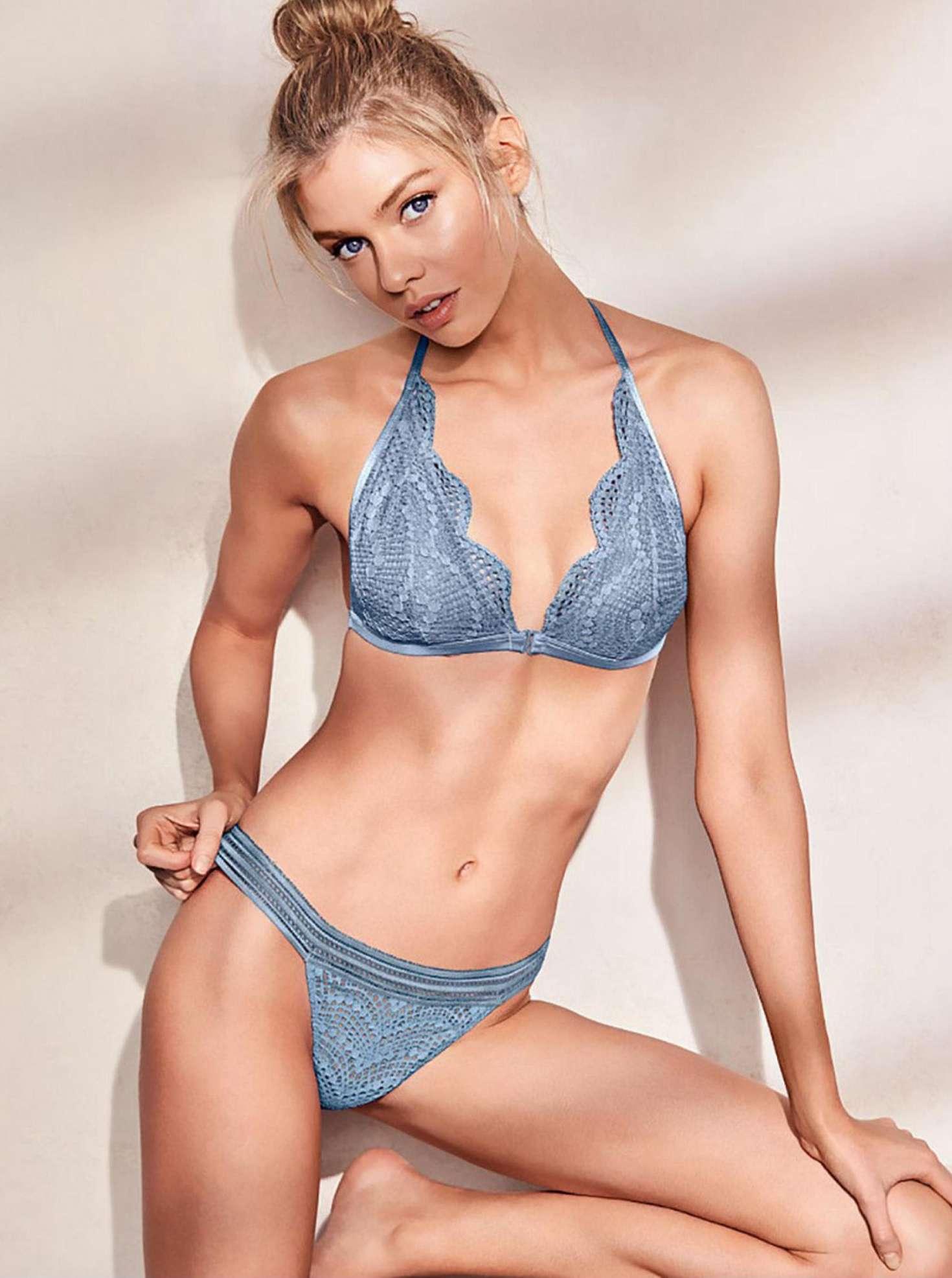 Stella Maxwell amazing boobs pics