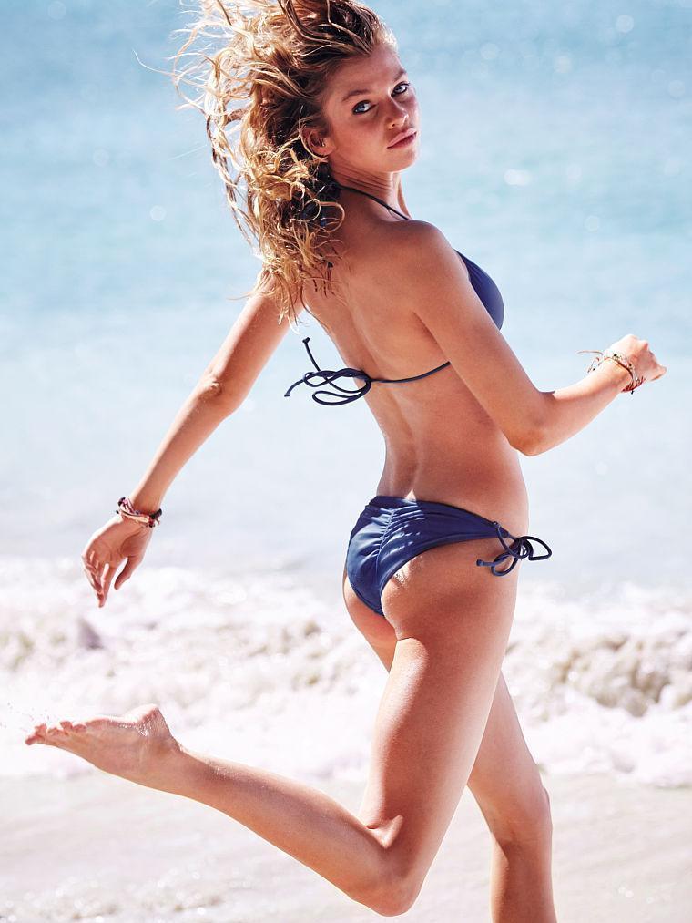 Stella Maxwell ass pics