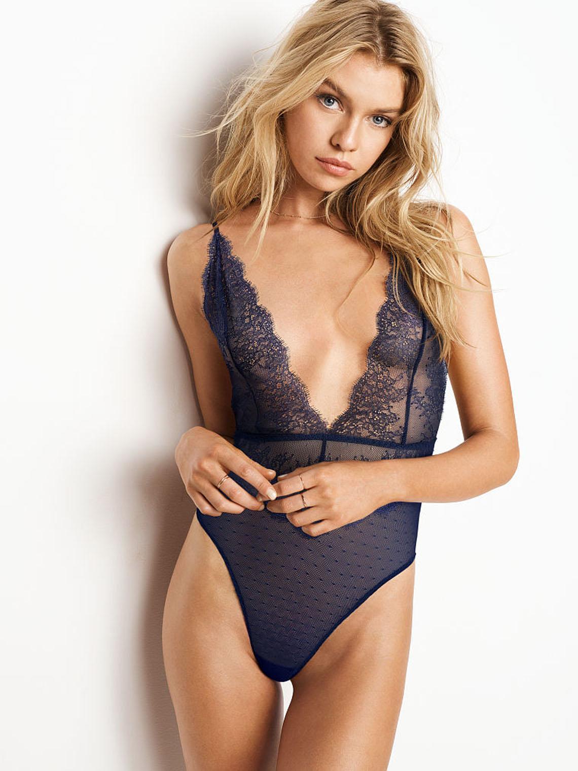 Stella Maxwell sexy lingerie pics