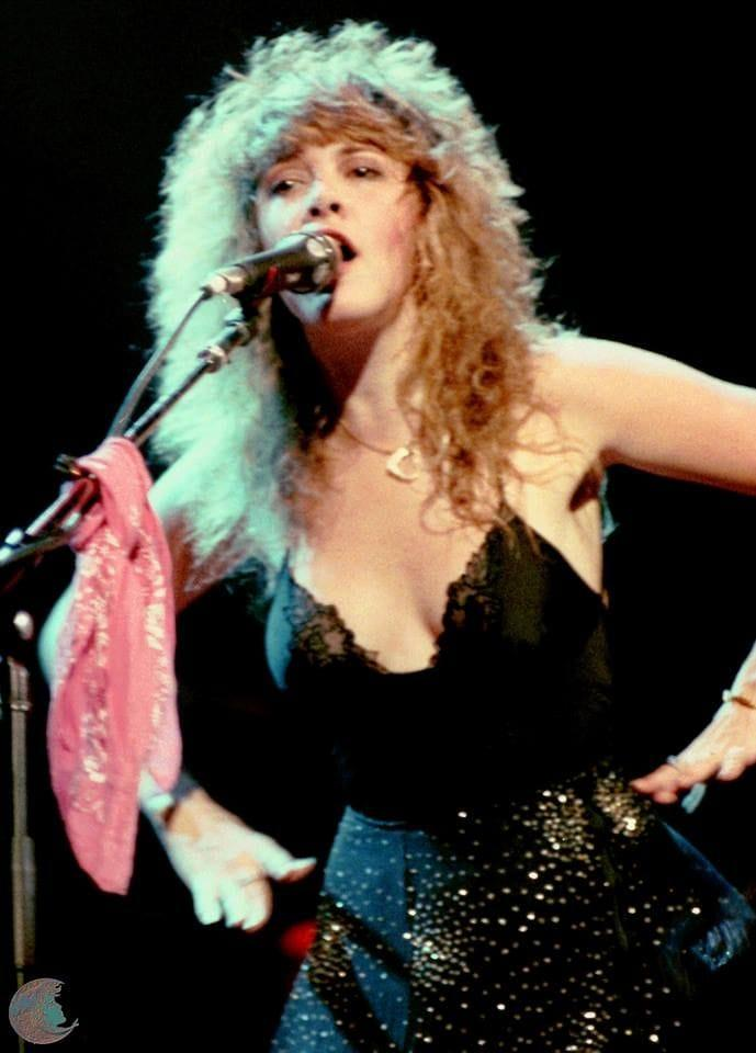 Stevie Nicks sexy look pic