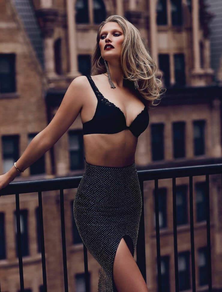 Toni Garrn amazing boobs pics