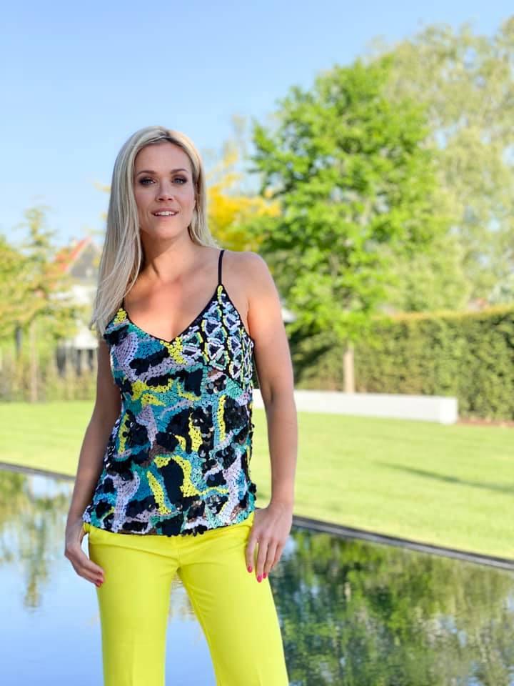 Virginie Claes sexy look