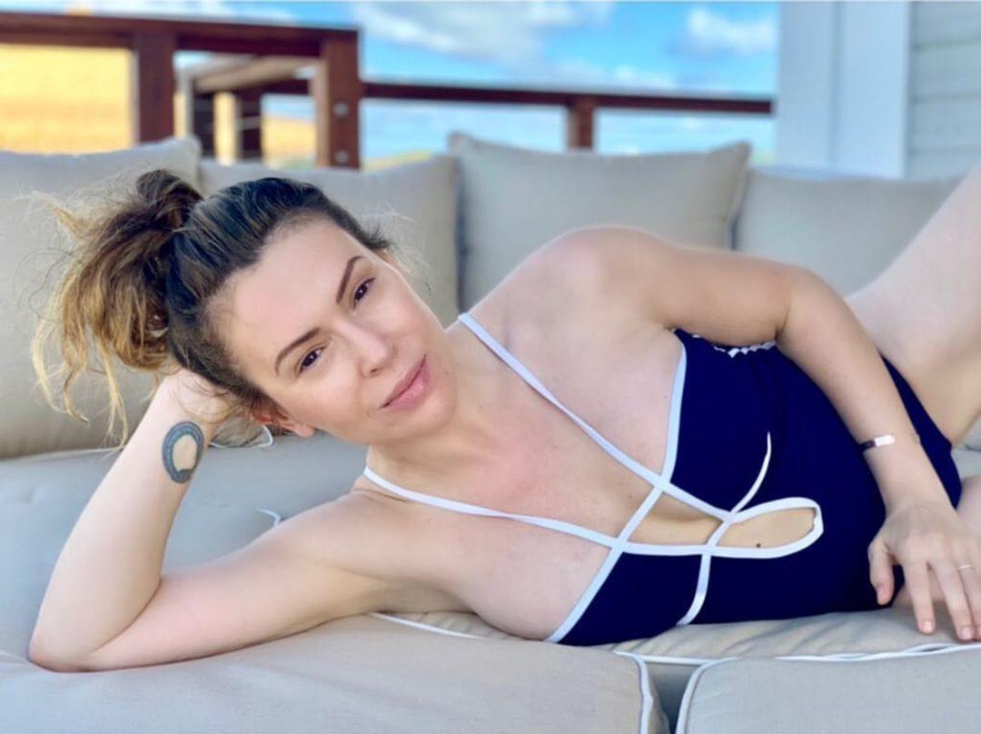 alyssa milano sexy