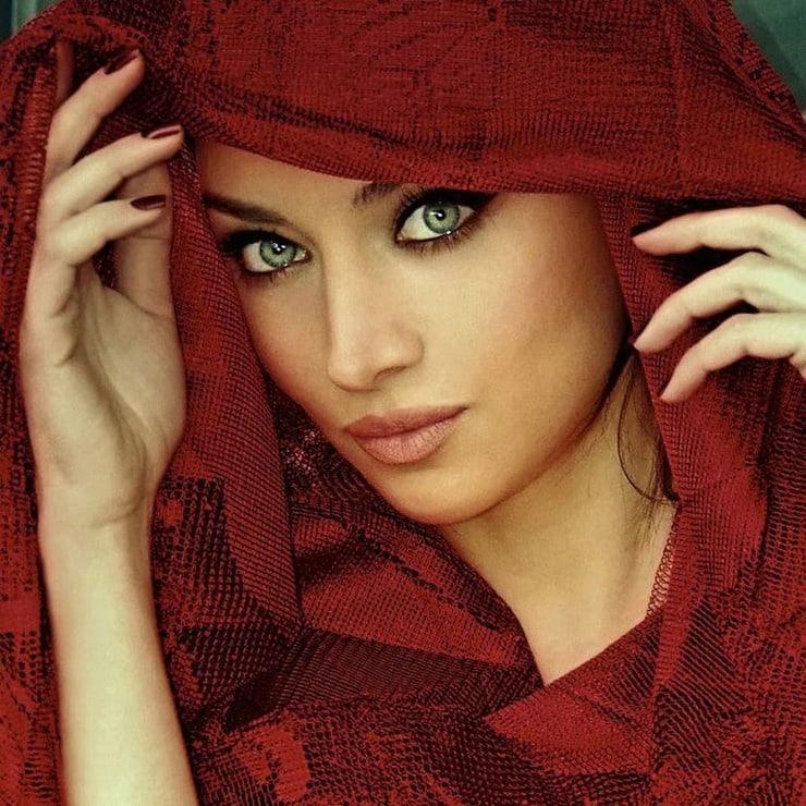 claudia lynx blue eyes